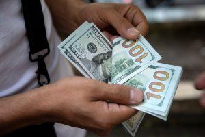 هذا ما كشفه نقيب الصرافين في لبنان عن سعر الدولار!